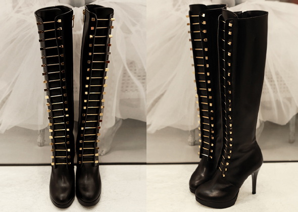 gold pin boots(black)
