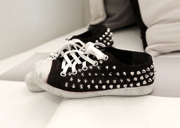 point stud shoes