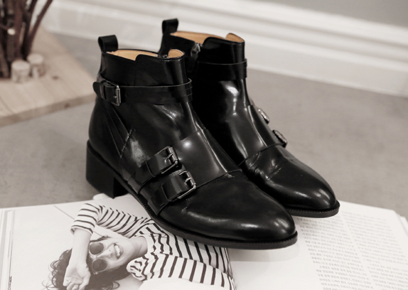 buckle chelsea boots