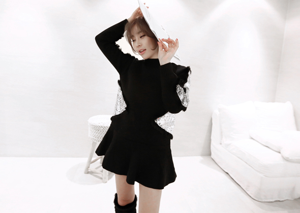triangle frill one-piece (black)