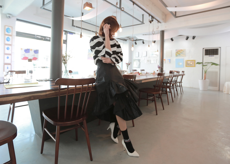 coating frill skirt (black)