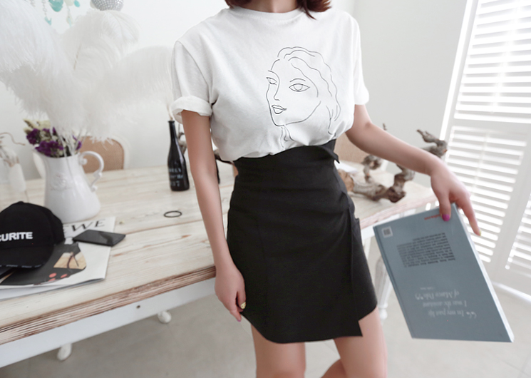 woman drawing tee