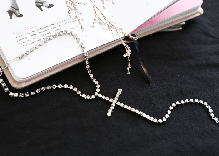 cross cubic necklace