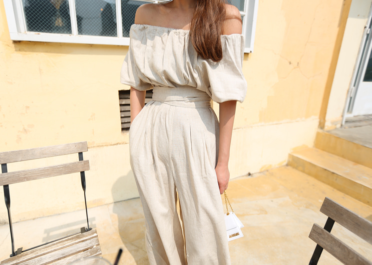 light frill jump-suit