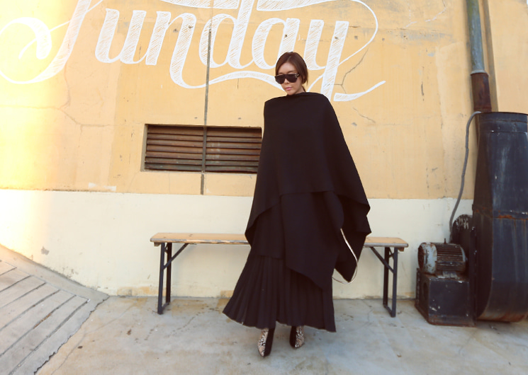 wool cape (black)