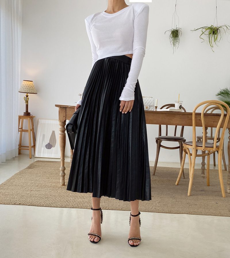 long leather pleat skirt
