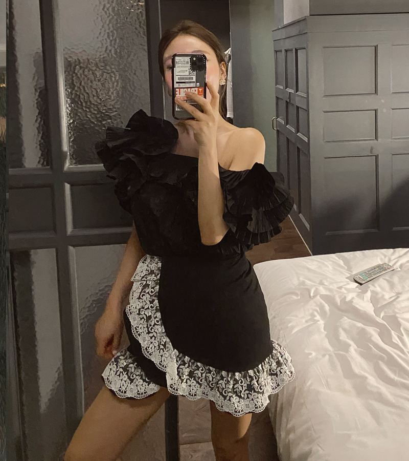 lovely lace mini skirt