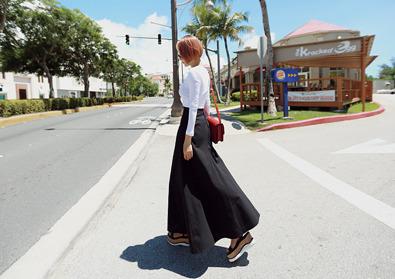 full skirt (B&W)