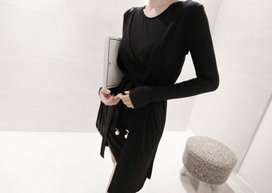 single one-piece set (black)